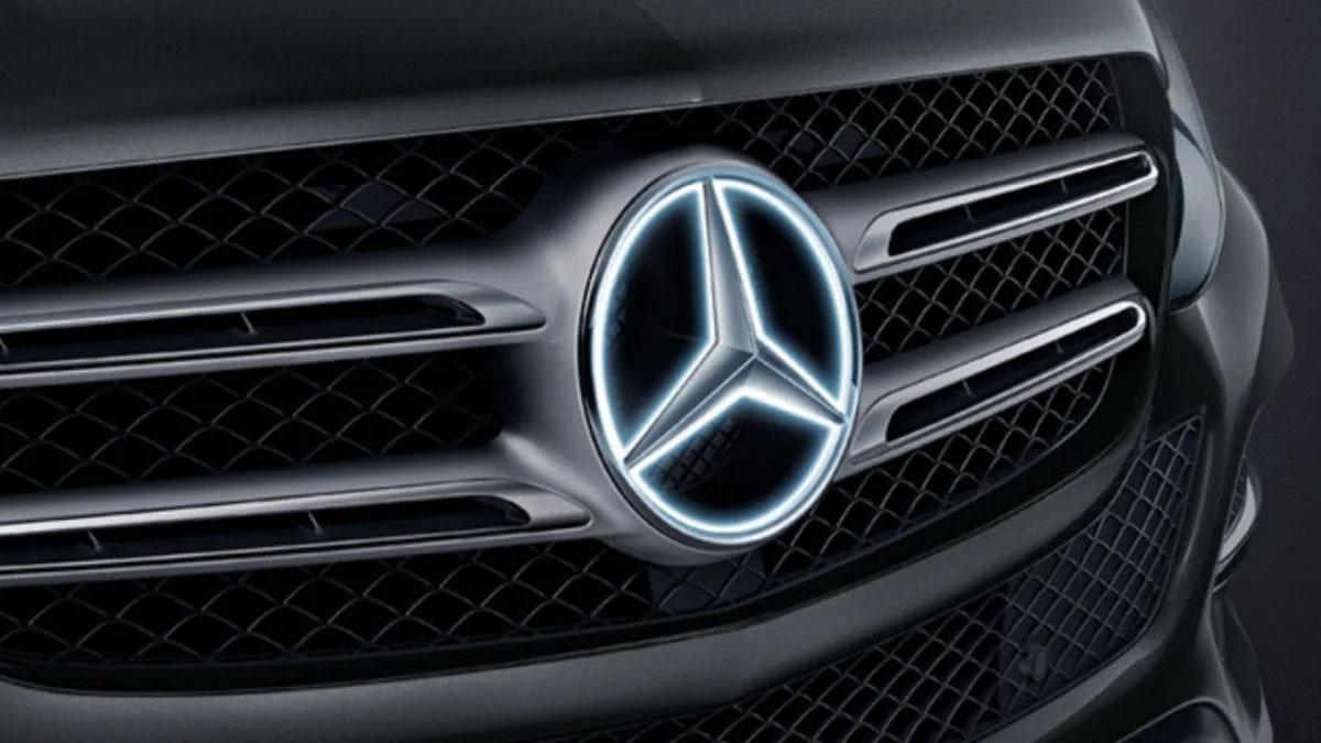 Mercedes-Illuminated-Badge.jpg